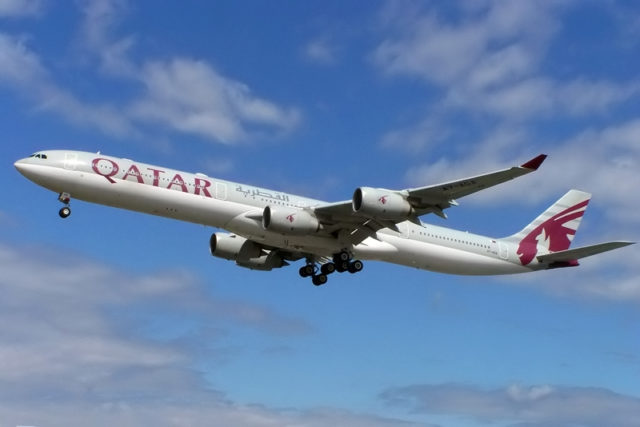Airbus A340 van Qatar Airways (Registratie: A7-AGA) (Bron: WikiMedia Commons)