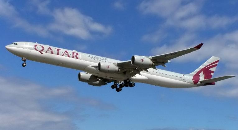 Airbus A340 van Qatar Airways (Registratie: A7-AGA) (Bron: WikiMedia Commons)
