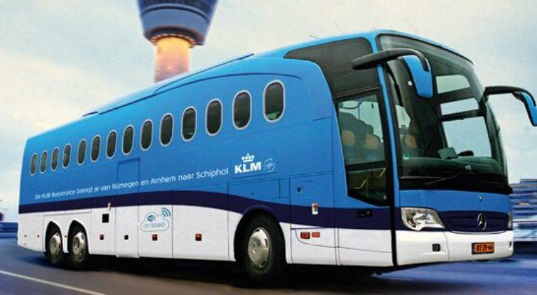 De KLM bus is gemakkelijk te herkennen