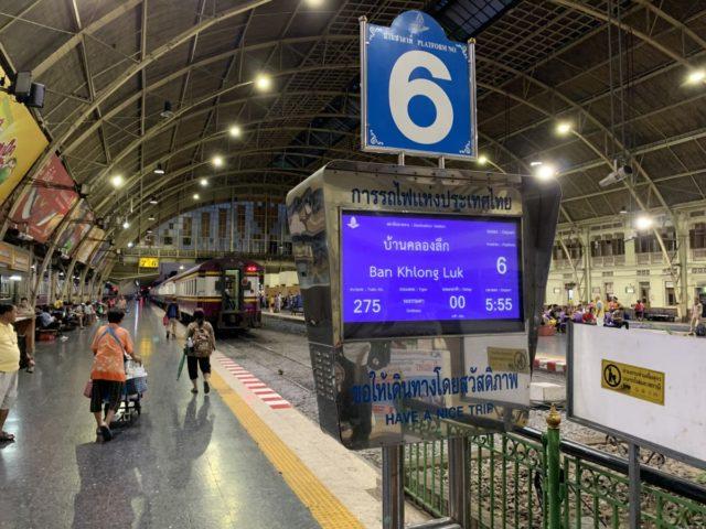 Bestemmingstips: Met de trein van Bangkok richting Cambodja en lopend over de grens