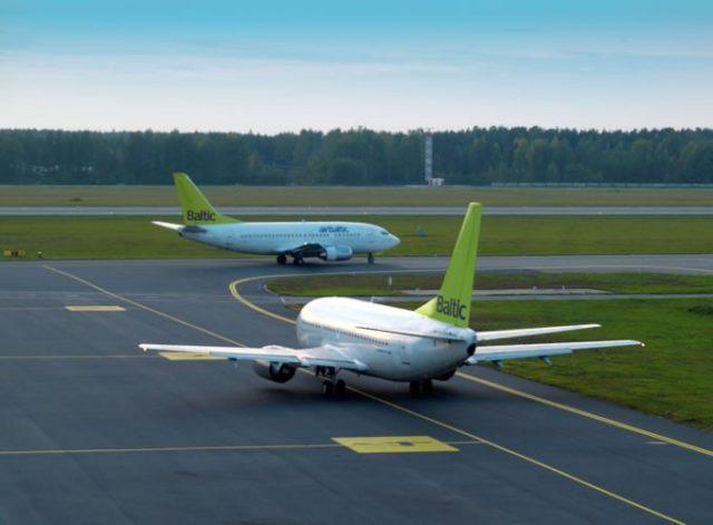De Boeing 737-500 van airBaltic (Bron: airBaltic)