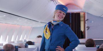 KLM organiseerde recentelijk een modeshow met historische crew kleding (Bron: KLM)