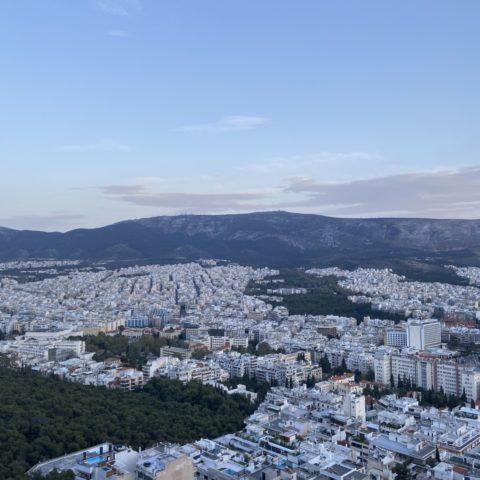 Lycabettus heuvel met uitzicht over Athene