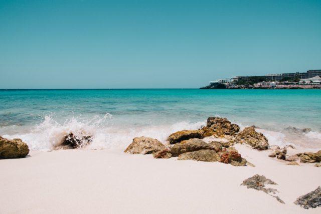 Strand van Maho te Sint Maarten (Bron: Unsplash / Rajvinder singh)