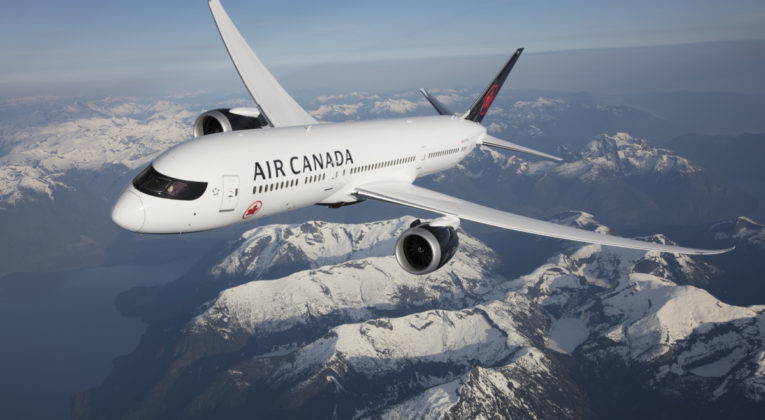 Boeing 787-9 Dreamliner van Air Canada boven de Rocky Mountains (Bron: Air Canada)