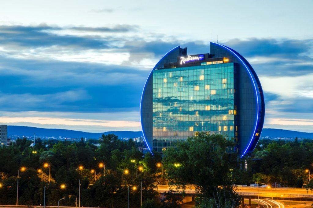 Radisson Blu Hotel Frankfurt--__Hotel Exterior
