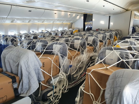 British Airways stript Boeing 777 voor Cargo