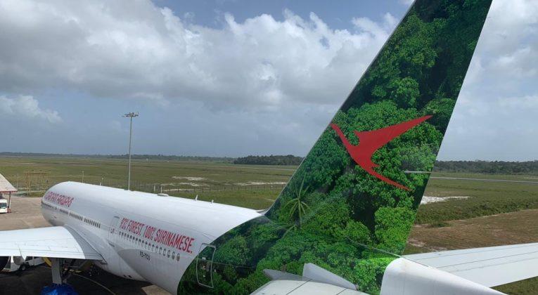 Boeing 777 van Surinam Airways bijna klaar voor vertrek