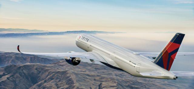 Airbus A350 in Delta livery vliegt over een berggebied (Bron: Delta)