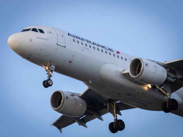 Airbus A320 van Air France nabij Mérignac in Frankrijk (Bron: Unsplash / Vincent Genevay)